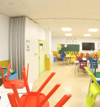 Tabique movil abierto en colegio - Vimetra.com