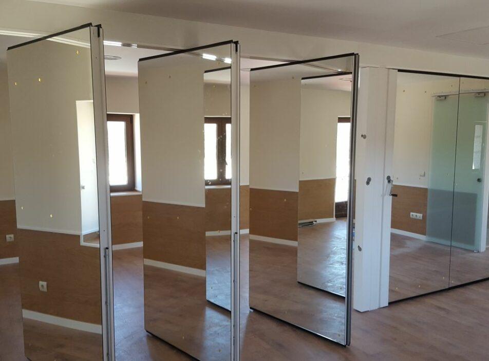 Tabique móvil con espejos para gimnasio - Vimetra.com
