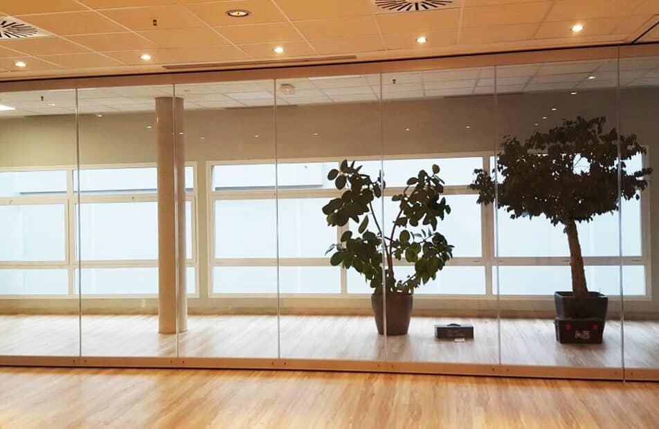 Tabique móvil de vidrio o cristal - Vimetra.com