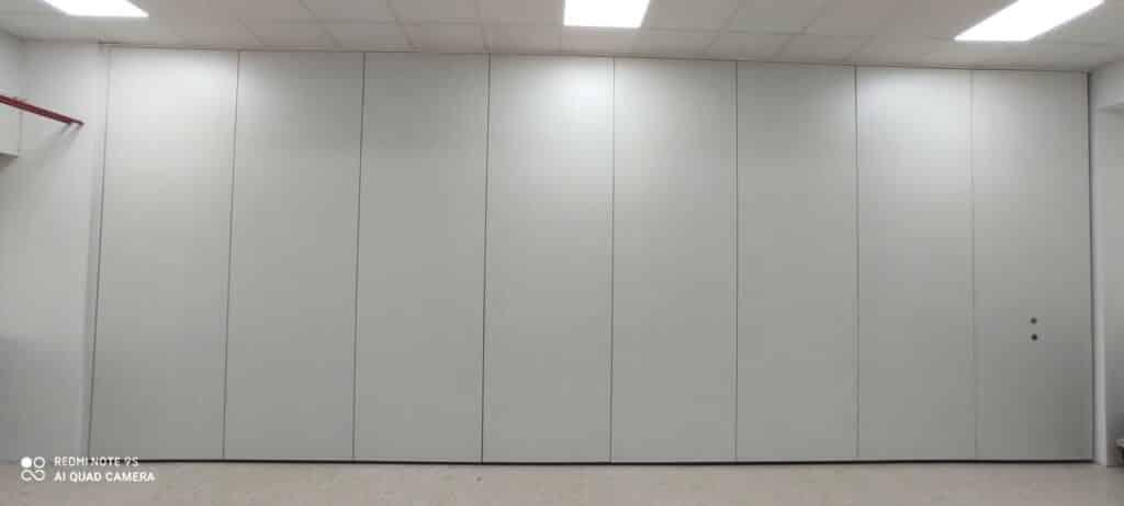 Tabique móvil en colegio - Reformas aulas - Vimetra.com