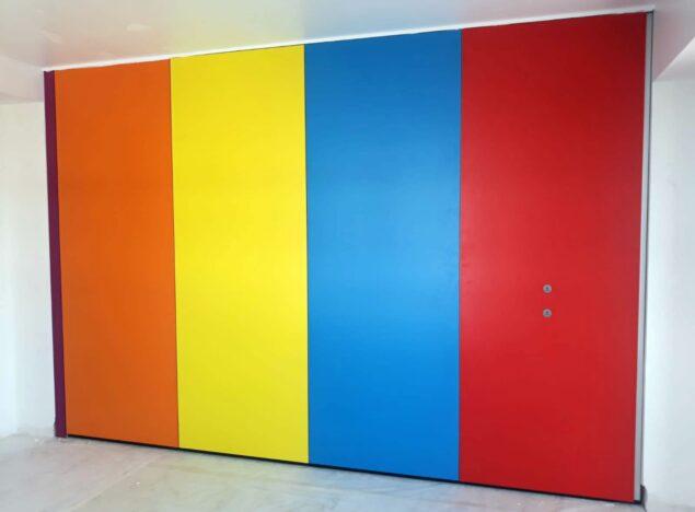 Tabique móvil de colores en vivienda - Vimetra.com