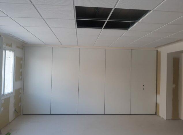 Tabique móvil instalado en un colegio de l'Alcudia - Vimetra.com