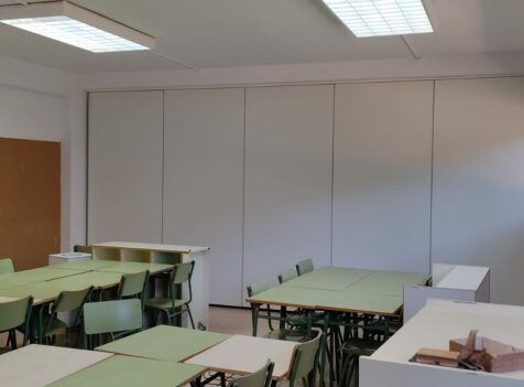 Tabique móvil en centro educativo de Altura - Vimetra.com